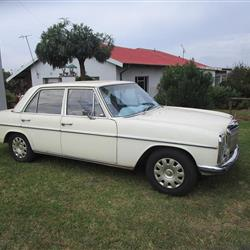 1972 Mercedes-Benz 200-Series Sedan
