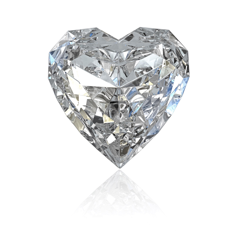 Diamant mit Herzschliff auf weißem Hintergrund
