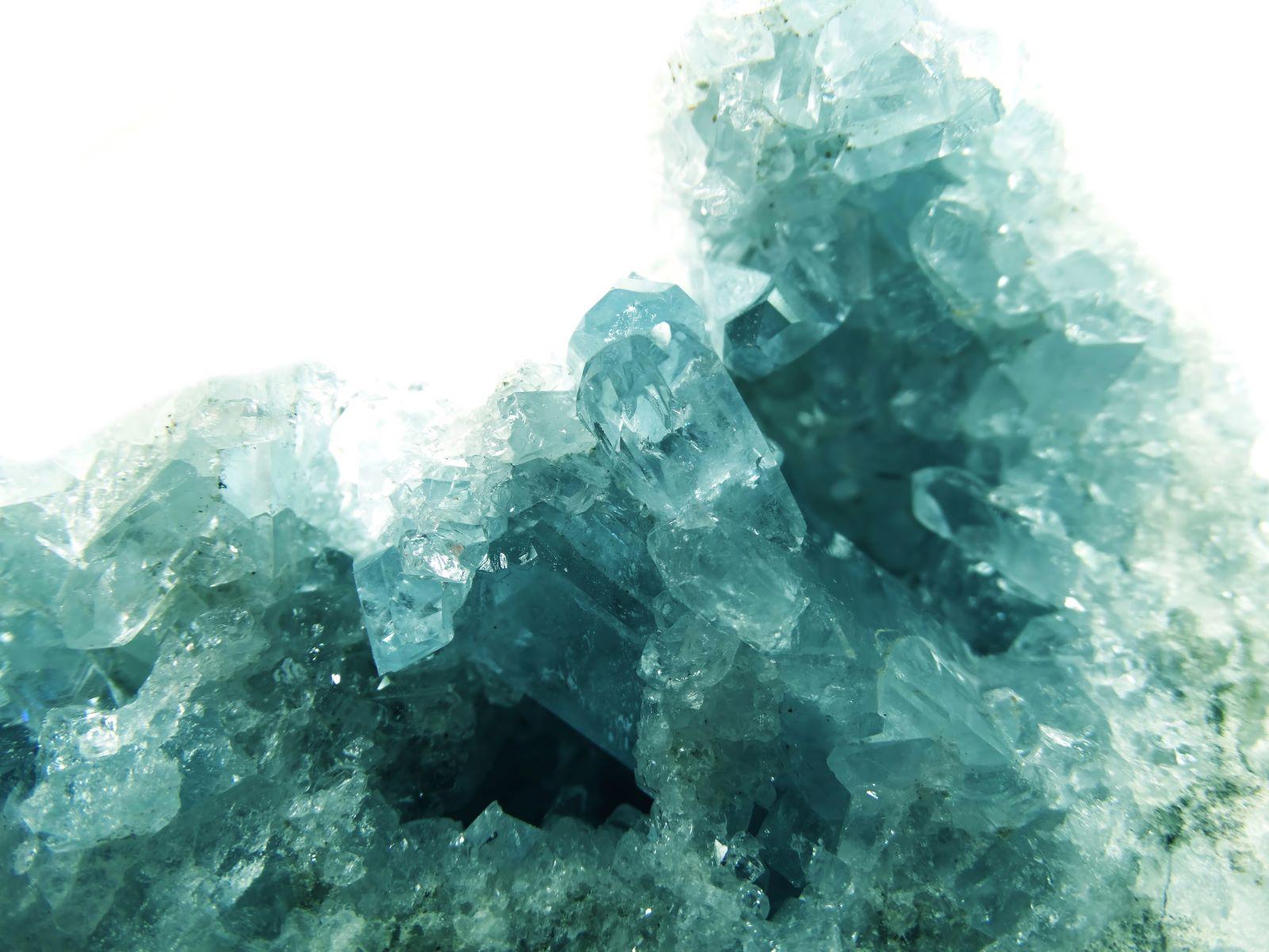 geologische Aquamarin-Geode