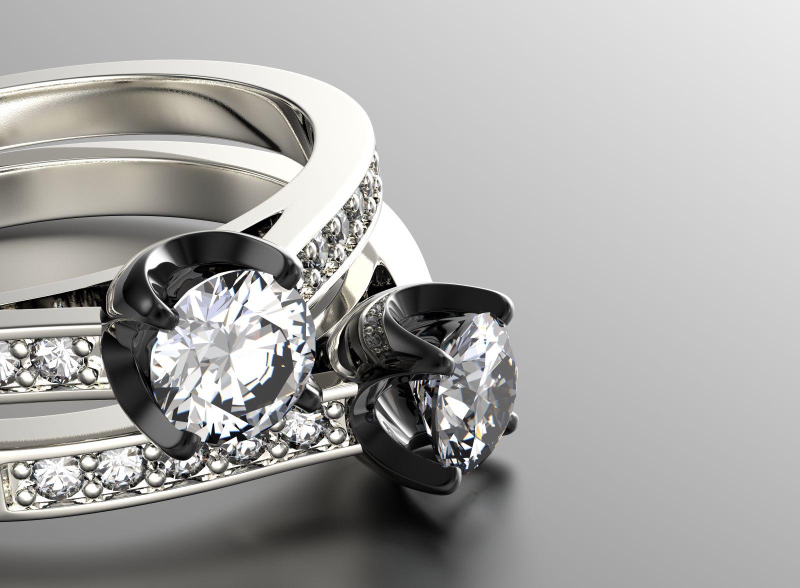 Ringe aus Silber mit Diamanten besetzt