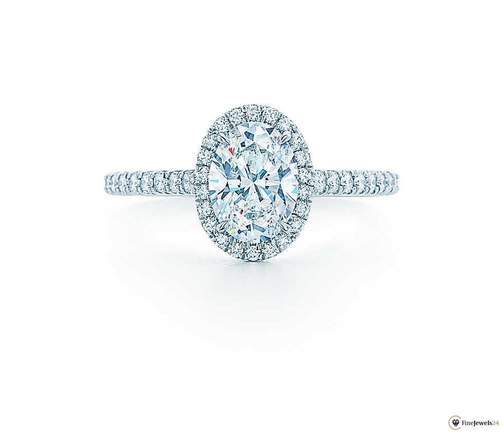 Verlobungsring aus 950er-Platin mit ovalem Diamanten