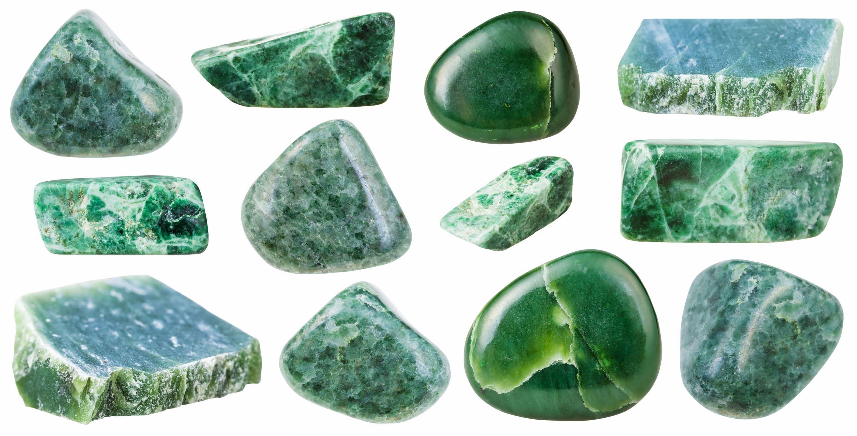 Jade in verschiedenen Farben und Formen