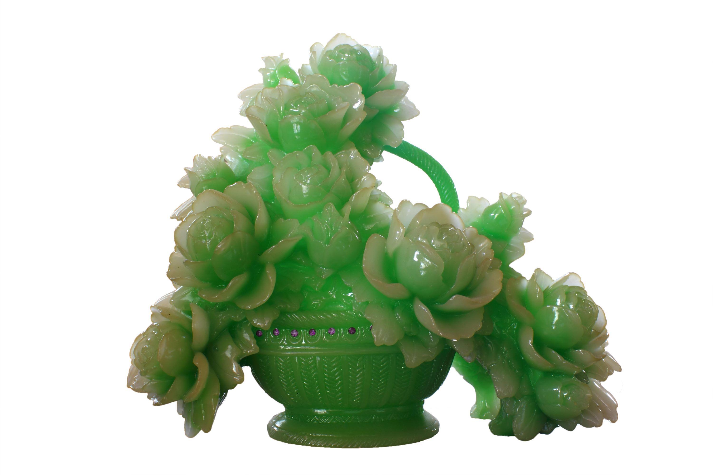 Blume in Vase aus grüner Jade