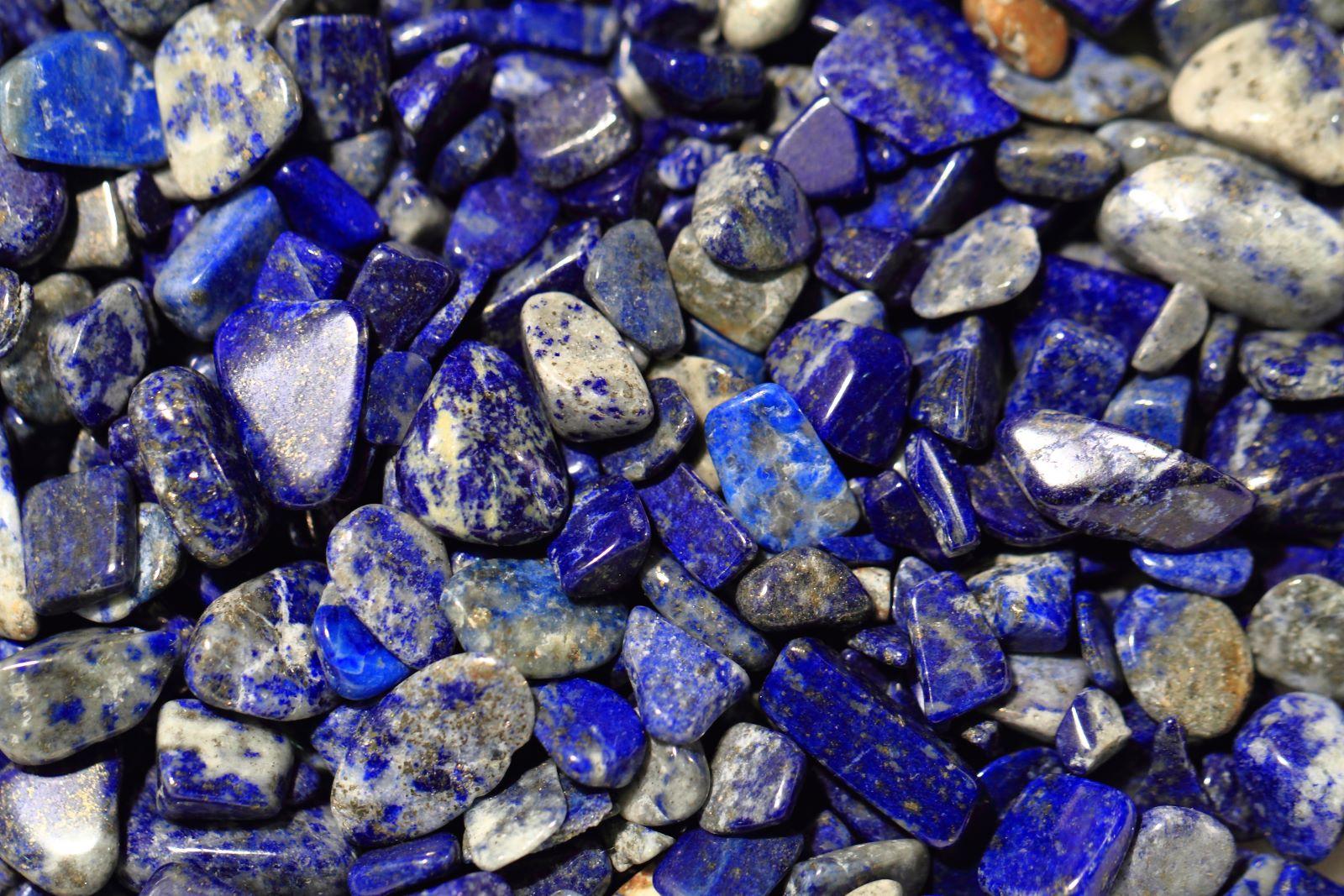 Lapislazuli-Mineralsteine