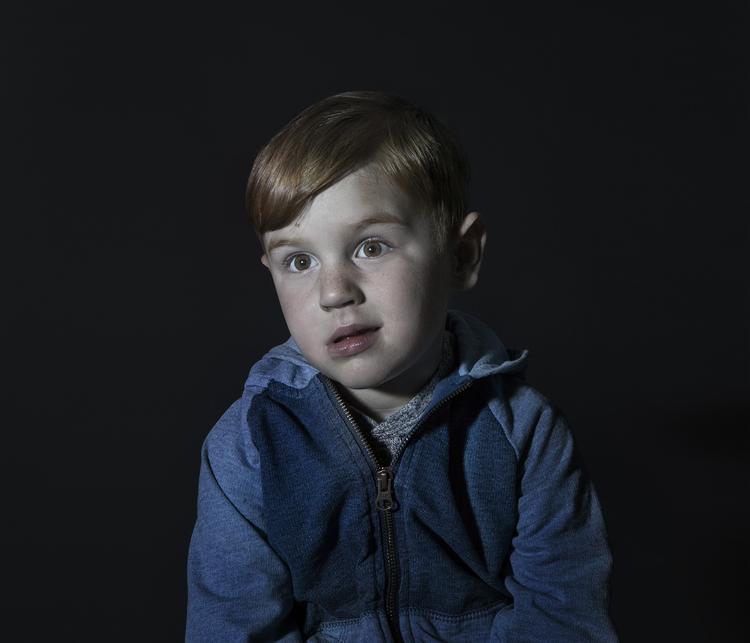 """Le visage """"zombifié"""" des enfants qui regardent la télévision"""