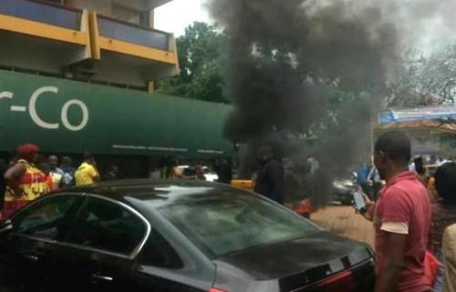 Cameroun : Des passagers au bord de la crise de nerf tentent d'incendier les locaux de Camair Co à Yaoundé