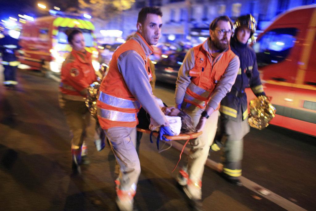 Des attaques sur Paris font 100 morts