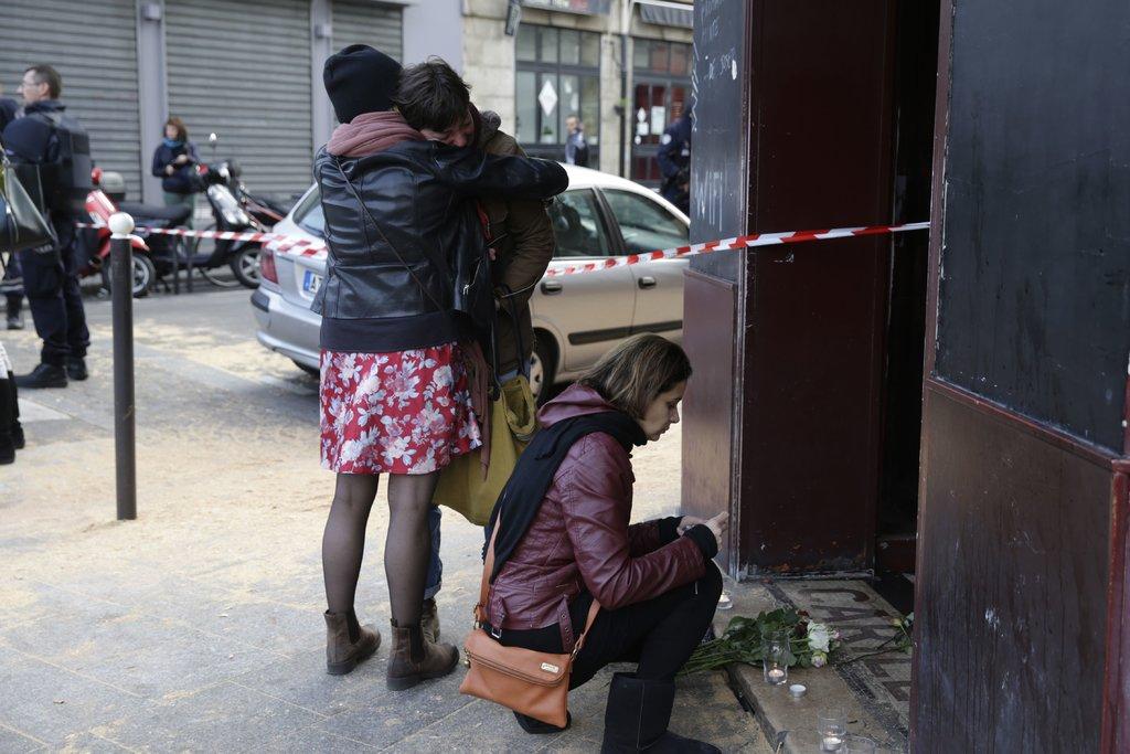 Attaques sur Paris : 127 morts et de nombreuses questions sans réponses