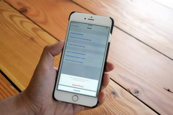 Un utilisateur d'iPhone poursuit Apple parce qu'un employé d'une boutique a effectué une réinitialisation de son téléphone