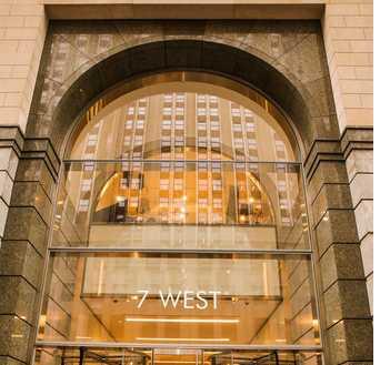 Amazon a présenté son entrepot situé au milieu de l'immeuble Midtown Manhattan pour proposer une livraison en 60 minutes pour ses clients Prime Now