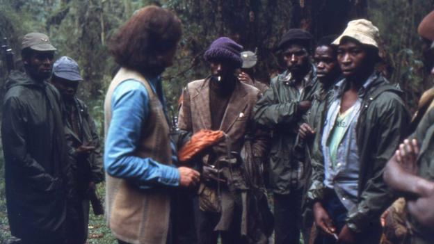 Diane Fossey menait souvent des patrouilles anti-braconniers