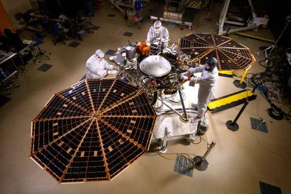 La NASA annule le lancement du vaisseau InSight pour la planète Mars en mars 2016 à cause d'une fuite dans un sismographe de fabrication française