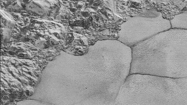 La meilleure image de Pluton par New Horizons montre un superbe littoral