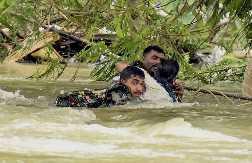Des victimes emportés par les inondations de Chennai