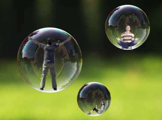 Les utilisateurs qui consomment l'actualité sur les réseaux sociaux risquent une bulle de l'information qui limite leurs sources
