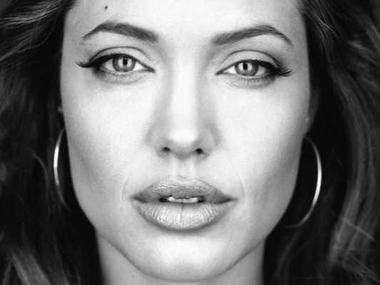 La phobie de la maladie mène au syndrome d'Angelina Jolie