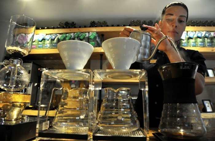 Jeunes «surqualifiés»: des baristas titulaires dedoctorats ?