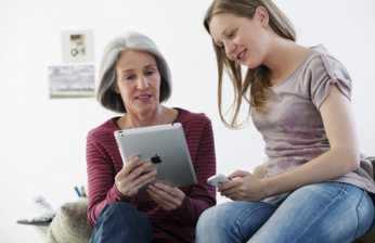 Les vieux utilisent de plus en plus Facebook et les jeunes quittent les réseaux sociaux pour échapper à cette surveillance