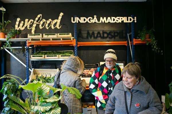 Le supermarché WeFood évite le gaspillage alimentaire en proposant des produits périmés