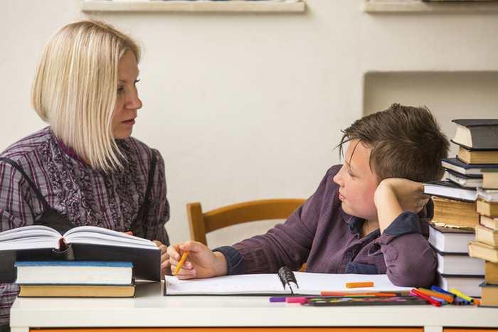 Les parents ne doivent pas aider leurs enfants à faire leurs devoirs