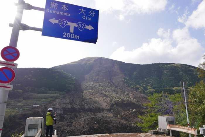 Le pont Aso Ohashi après les séismes dans la préfecture de Kumamoto.