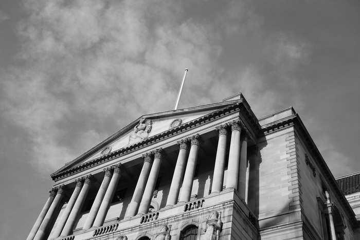 Faut-il limiter aux banques centrales le pouvoir de création monétaire ? (ici, Bank of England). Ofer Deshe / Flickr, CC BY