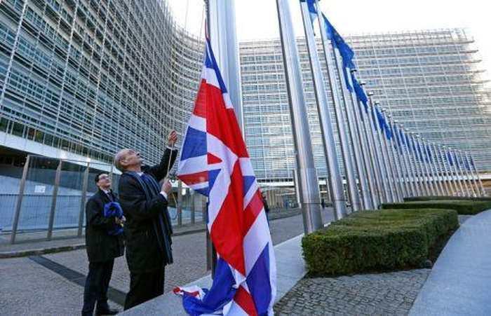 Les Britanniques votent oui pour le Brexit. L'Europe vient de s'effondrer.
