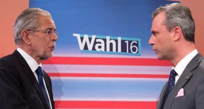 Les deux finalistes de la présidentielle de mai: le candidat Vert, Alexander Van der Bellen (à gauche), et son rival populiste, Norbert Hofer. Joe Klamar/AFP