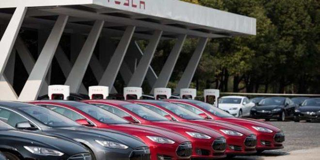Pilote automatique de Tesla : L'adepte, le technophobe et le réaliste