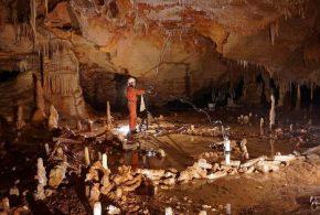 Le mystère du comportement des néandertaliens dans la grotte de Bruniquel.