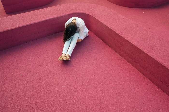 De nombreuses études soulignent que la dépression touche davantage les femmes que les hommes, mais une nouvelle analyse que ce trouble touche beaucoup plus les hommes dans certains cas, notamment dans l'accumulation de plusieurs facteurs de stress.