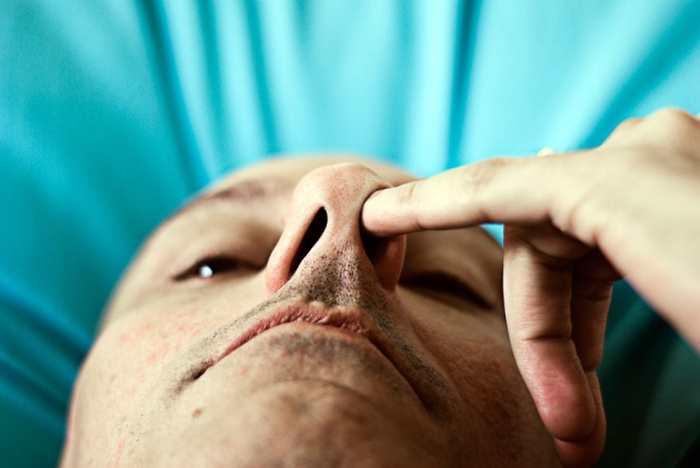 Une bactérie présente dans le nez peut produire un antibiotique qui peut tuer des bactéries résistantes telles que les souches du Staphylocoque doré.