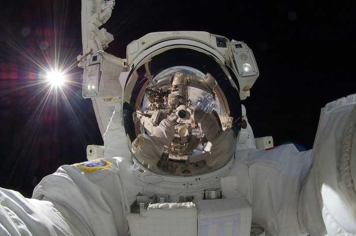 À l'horizon 2020, la NASA va céder la Station Spatiale internationale à une entreprise du secteur privé pour avoir les mains libres pour aller sur Mars. SpaceX et Boeing pourraient être intéressés.