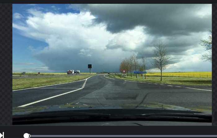 Le service OpenStreetMap vient de lancer OpenStreetView, une version Open Source de Google Street View. Ce sont les utilisateurs qui publient les photos des endroits et l'ensemble est plus performant que l'aspect statique des voitures de Google.