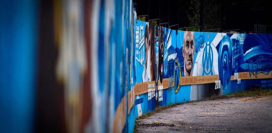 L'Olympique de Marseille est à vendre. Une occasion de comprendre pourquoi certains clubs sont vendus à des centaines de millions d'euros tandis que d'autres sont bradés pour une bouchée de pain.