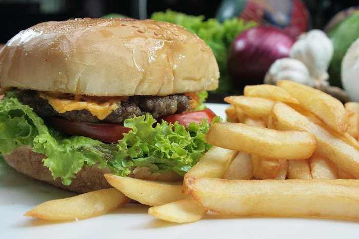Il est difficile de résister à une fringale, surtout si les aliments sont très gras. Et désormais, on a une preuve que les aliments riches en glucides possèdent un gout unique. Cela signifie que ce gout du gras peut être considéré comme une 6e saveur élémentaire.