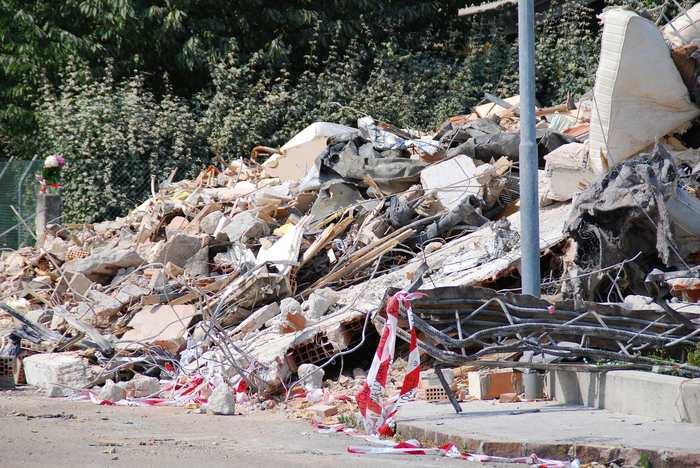 Les grands tremblements tels que ceux qui ont dévasté le Chili en 2010 et le Japon en 2011 se produisent davantage pendant les phases de pleine et de nouvelle lune. Pendant ces phases, les forces des marées sont les plus élevées.