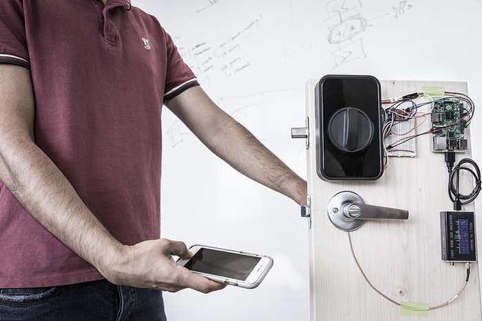 Des chercheurs proposent de transmettre des mots de passe à travers votre corps avec les capteurs d'empreintes sur les Smartphones et les Laptops tactiles.