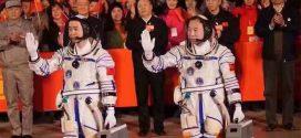 La Chine lance 2 astronautes vers sa station spatiale