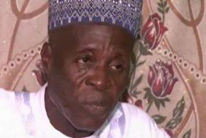Mohammed Bello Abubakar mérite tout notre respect. Ce mec âgé de 92 ans est un polygame à la puissance 1000. 97 femmes et près de 150 enfants. Et il n'a aucun travail pour subvenir aux besoins de sa famille.