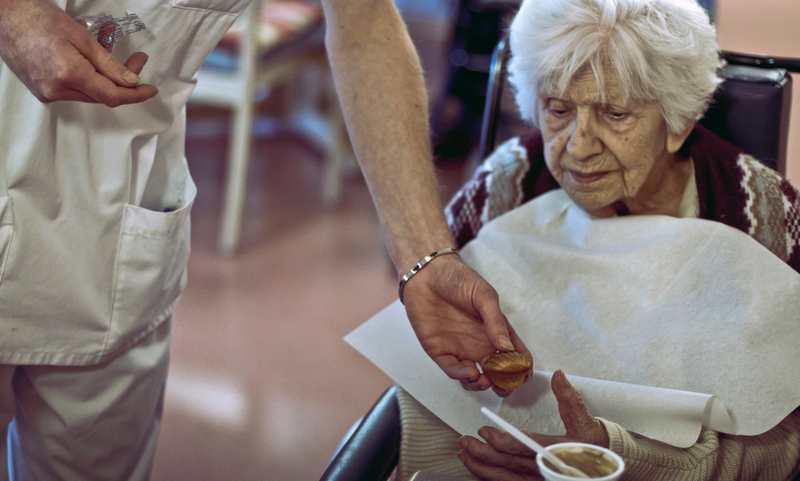 On va continuer à rembourser les médicaments contre l'Alzheimer même si les effets secondaires surpassent les bienfaits.