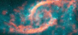 Un tsunami d'étoiles et de gaz crée une forme en «paupière» dans une galaxie