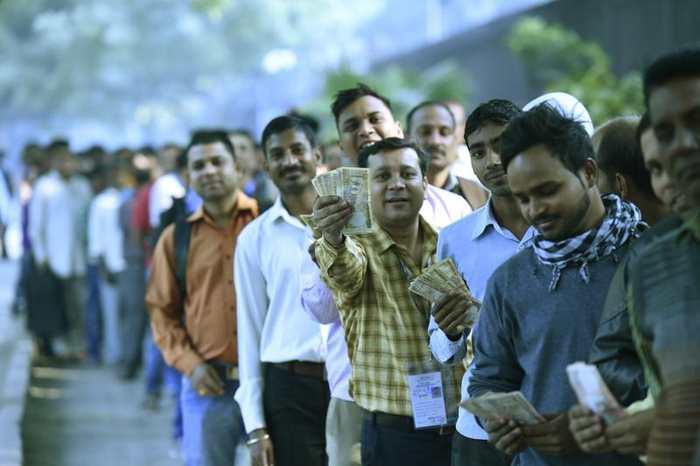 Dans une démarche historique et sans précédent, le gouvernement indien a supprimé les billets de banque de 500 et de 1000 roupies en provoquant une panique générale.