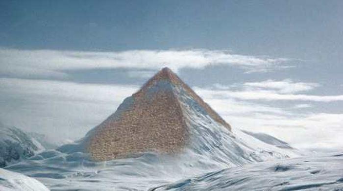 Les pyramides en antarctique sont un Hoax. Exploitant la célébrité de Buzz Aldrin, des sites conspirationnistes ont crée un faux Tweet de l'astronaute pour montrer cette pyramide en antarctique alors qu'on peut prouver que cette pyramide en antarctique est juste une image truquée avec Photoshop datant de 2008.