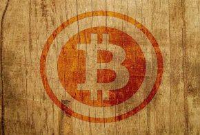 Le Bitcoin commence 2017 sur de bonnes bases puisque la cryptomonnaie repasse la barre des 1 000 dollars pour la première fois depuis 3 ans. Mais le Bitcoin est connu pour son instabilité avec des hausses et des baisses en montagnes russes.