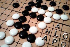 """Depuis quelques semaines, un mystérieux compte de joueur nommé """"Master"""" est en train de mettre une raclée à tous les joueurs de jeu de Go sur une plateforme en ligne. DeepMind vient de révéler que c'est AlphaGo qui est en réalité derrière ce compte."""