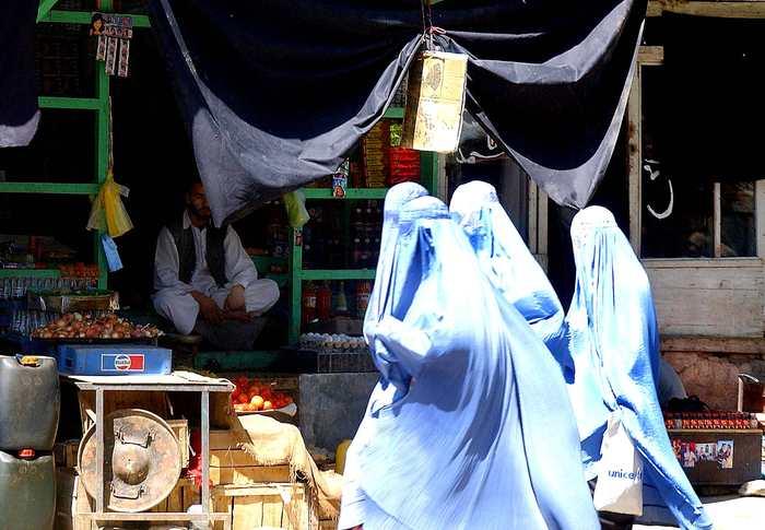 Le Maroc interdit la confection et la commercialisation de la burqa sur tout son territoire. Une décision pour lutter contre le fondamentalisme, mais surtout, c'est un message clair pour neutraliser les pratiques du wahhabisme.