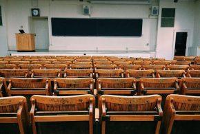 Les pauvres n'arrivent pas à aller à l'université. C'est logique, mais une étude démontre que les pertes d'emplois existants contribuent aussi à l'abandon universitaire.