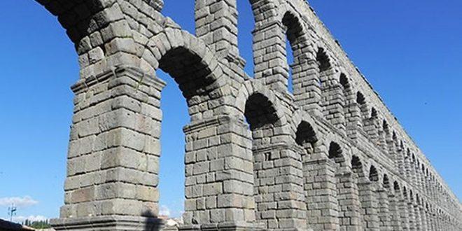 Comment l'eau de mer renforce-t-elle le béton romain ?