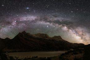 Des simulations informatiques suggèrent que la moitié de la matière de nombreuses galaxies, incluant la Voie lactée, provient d'autres galaxies.